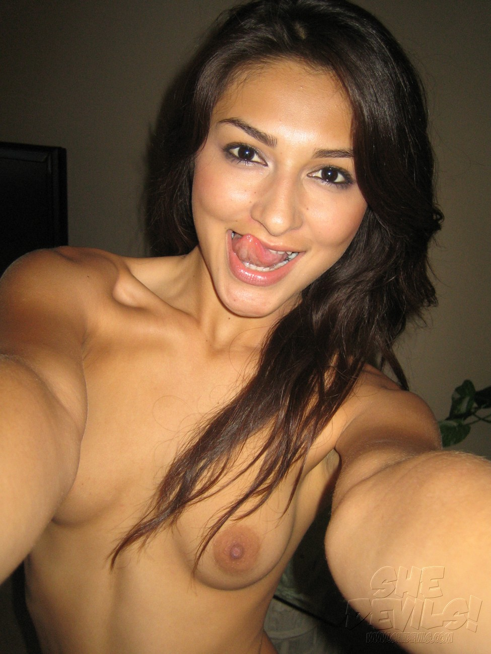 Cute latina chick nude — pic 10